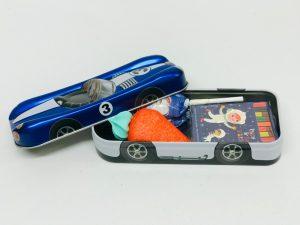 Racing car bleu métalisé